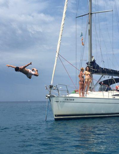 Al agua desde el barco