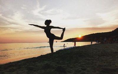Vacaciones en velero para amantes del yoga